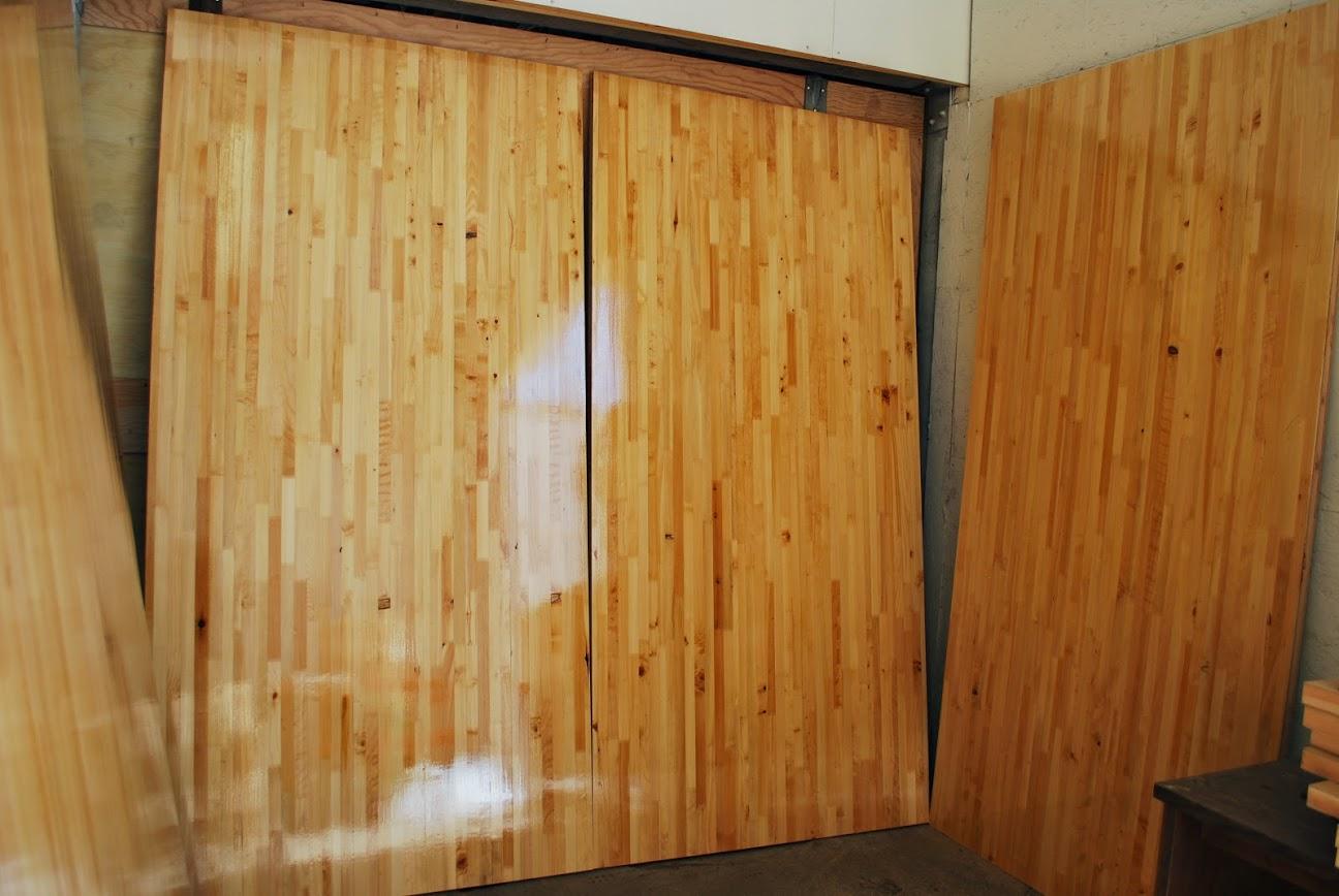 Lightweight High Strength Temporary Wood Floor Looks Like Basketball Court Gym Non Warping Patented Wooden Pivot Door Sliding